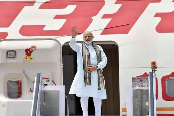 prime minister ministers spent 394 crore on foreign and domestic travel