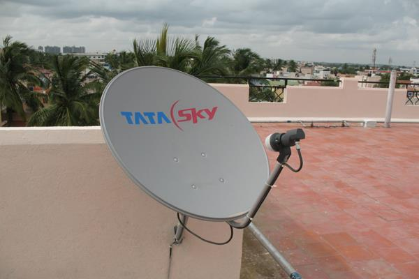 tata sky drops prices of set top box by rs 400