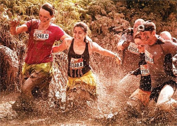 यहां Mud Race लगाने दूर-दूर से आते हैं लोग, दलदली मिट्टी में लगती है दौड़