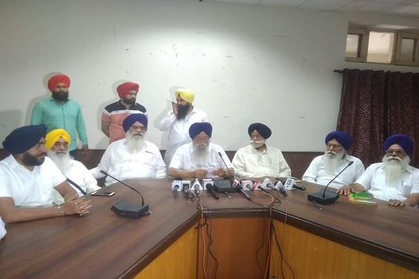 chief minister amarinder congratulates badal couple