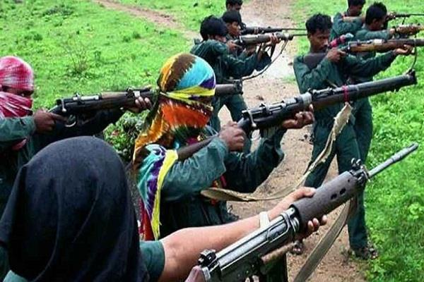 naxalites set fire to five vehicles engaged in construction work in sukuma