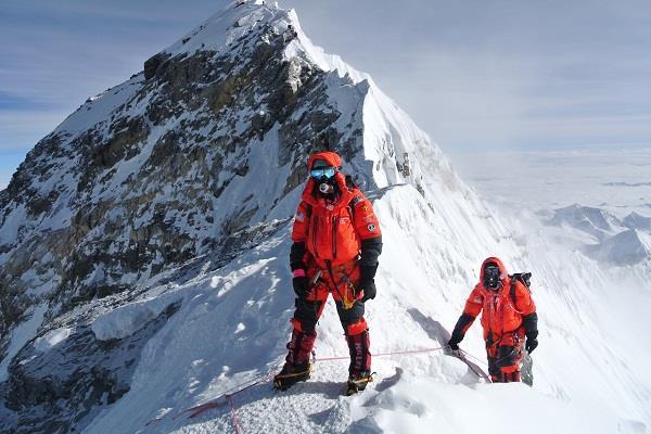 things like traffic jam on the world s highest mountain peak