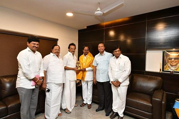 kcr meets stalin third front try