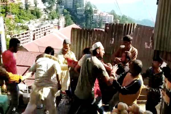 fight between two group in shimla