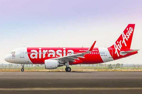 emergency landing of air asia aircraft at delhi airport