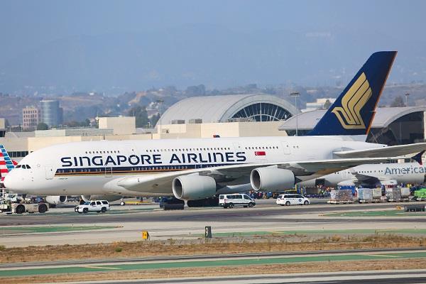 delhi singapore airlines emergency lading 228 passengers abandoned