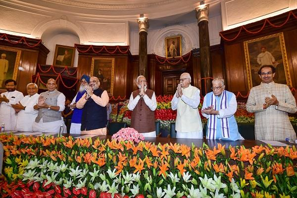 pm modi gave a new slogan from the central hall