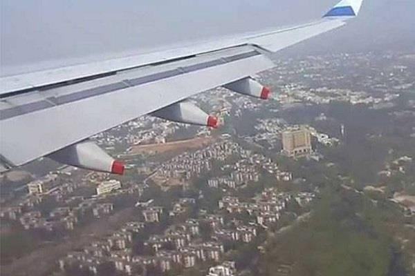 delhi route divert of 10 planes due to bad weather