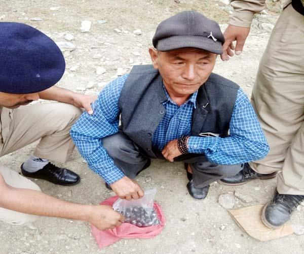 one arrested with 808 gram hashish