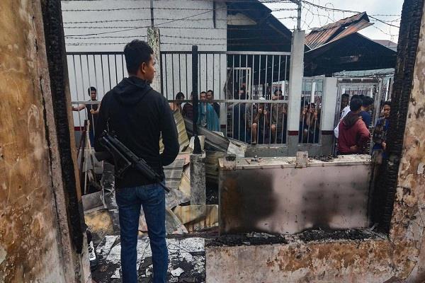 indonesia mass prison break