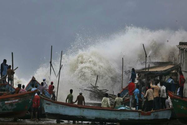 cyclonevayu won t hit gujarat rain start