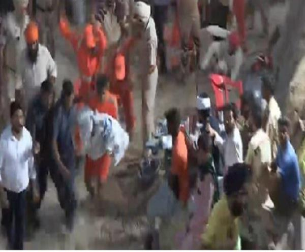 see photos of fatehveer being taken out