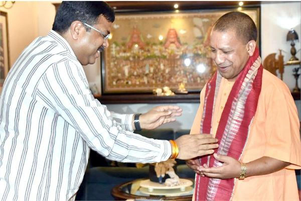 yogi met union petroleum minister dharmendra pradhan this demand of