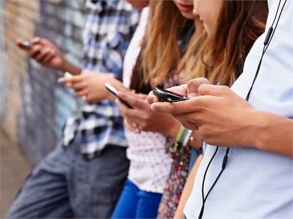 Health Alert! 60% युवा हैं 'नोमोफोबिया' के शिकार, कारण सिर्फ स्मार्टफोन