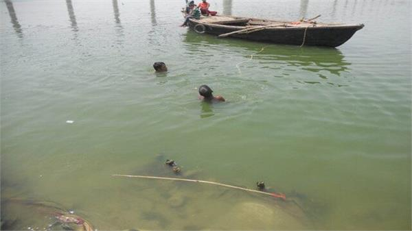 6 submerged in canal and jamuna while bathing at ganga dussehra