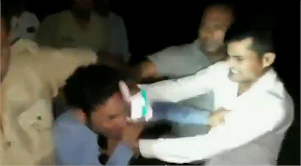 shamli sho and police constable suspended in the beating case of journalist