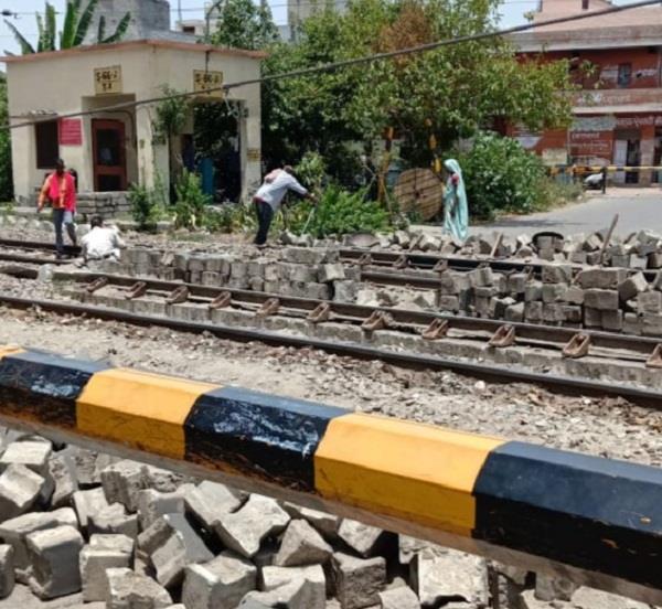 bashirpura railway track closed today