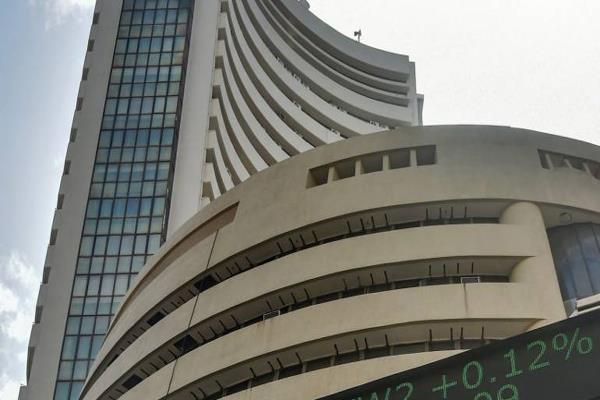 sensex closes 491 points with big fall