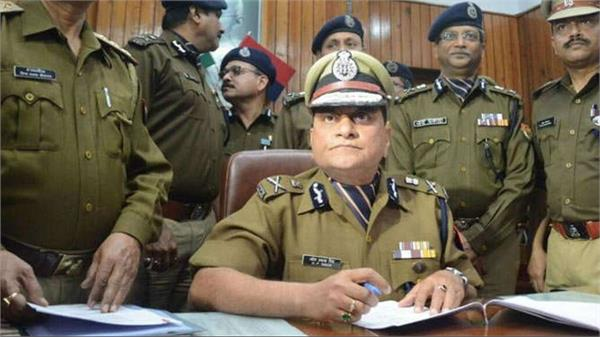 dgp meeting with police officers regarding traffic arrangements