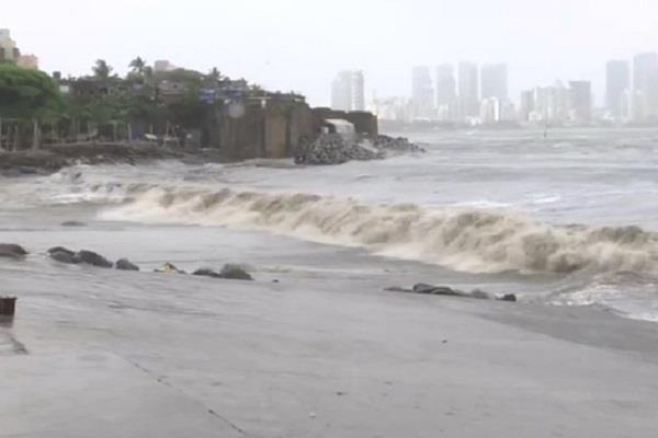 cyclone wind gujarat kutch rain