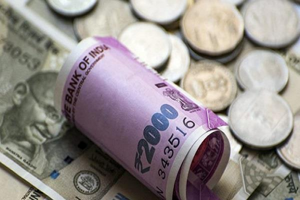 rupee drops 17 paise in early trade