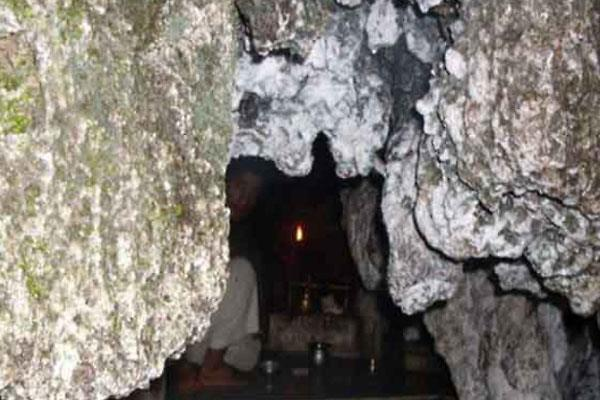 shivkhori is a famous cave shrine of hindus in jammu kashmir