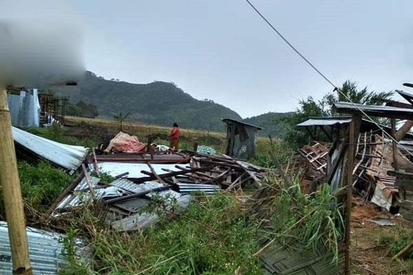 four dead in mainpuri storm injured 38