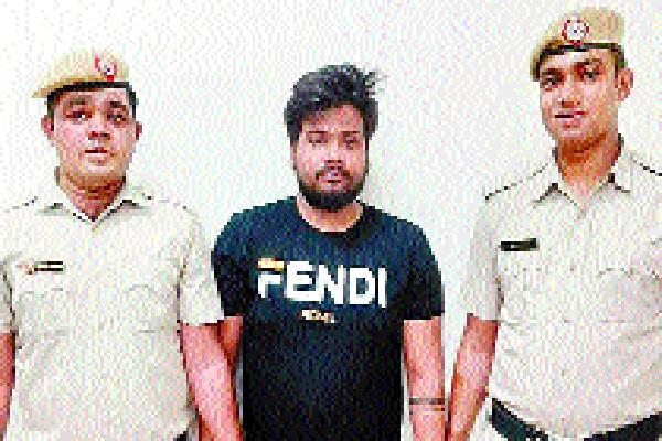 1 lakh for mobile and transfer of excuse to run hotspot arrested
