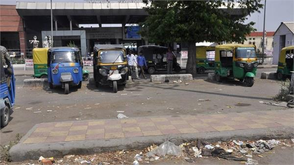 hundreds of auto daily got parked at railway station