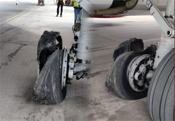 emergency landing of spicejet jaipur airport after 1 tires of the aircraft burst