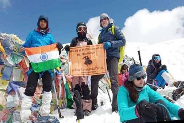 himachal gabru hoisted the trunk of ladakh stock on kangri peak