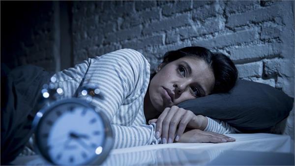 रात को सोने से पहले करते हैं ये 4 काम, तो हो जाएं सावधान