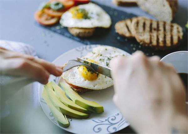क्या आप भी दिन में करते है 3 से अधिक अंडों का सेवन तो हो जाए Alert!