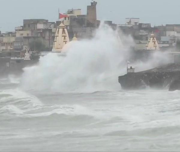 2 flag for the first time on top on dwarkadhish