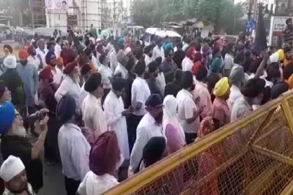police strike in delhi with sikh driver in jabalpur