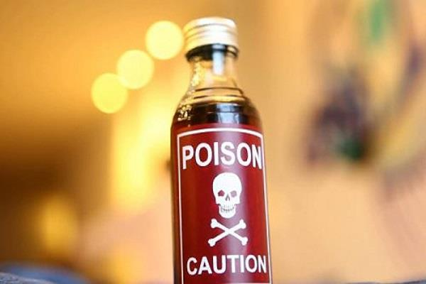 noida a pregnant woman poison