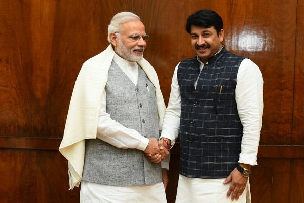 pm modi and manoj tiwari threatened to kill him on phone