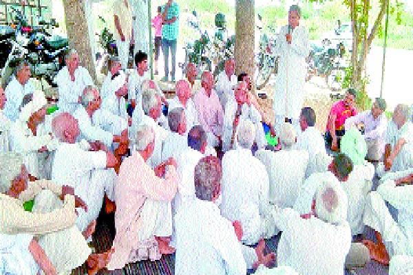 11 farmers with sticks to stop rail track in jind with jind