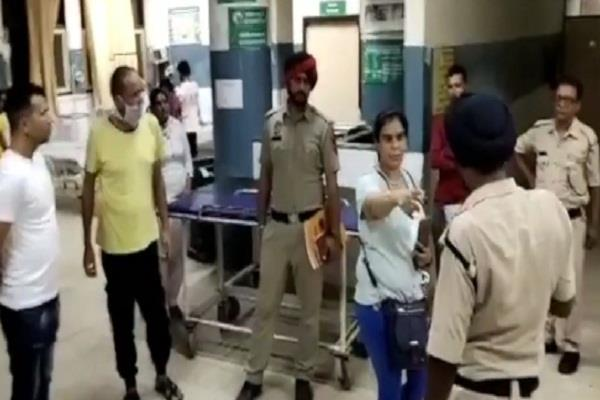 clash between social worker and security guard in civil hospital