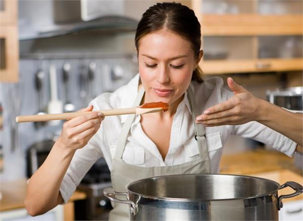 किचन में बिताती हैं ज्यादा समय तो आपके इन अंगों को हो सकता है नुकसान