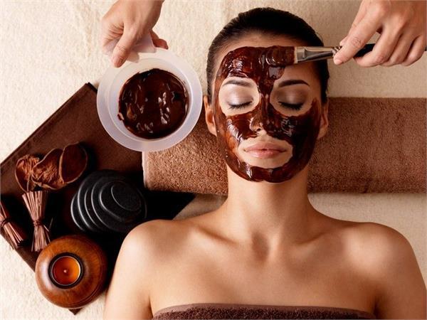 नैचुरल ग्लोइंग त्वचा पाने के लिए कुछ इस तरह करें कॉफी का इस्तेमाल