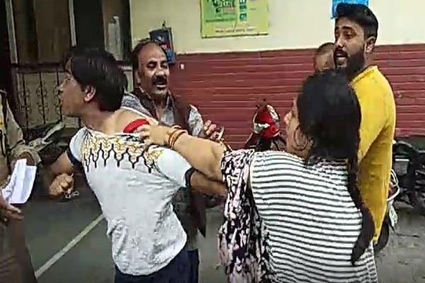 2 factions reached the police station to resolve the dispute
