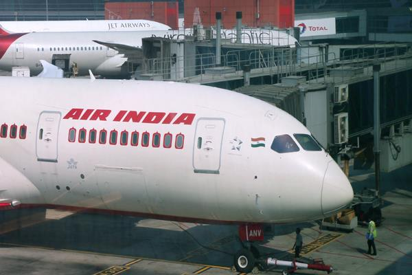 air india pilot orders crew member to wash tiffin argument delays flight 1hr