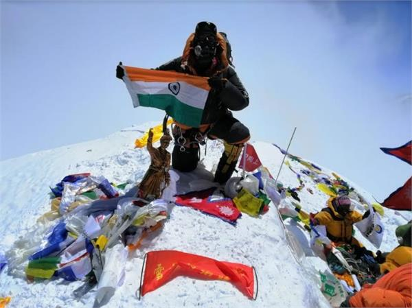ghaziabad hoisted tricolor on the world s highest peak