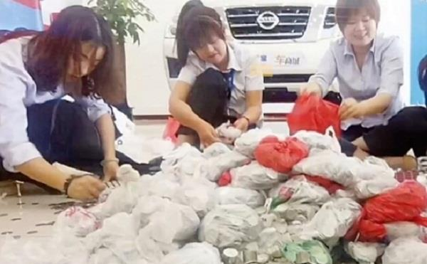 man gives 66 bags of coins for buy a new car