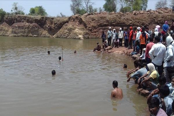 4 children took bath in a pond victims of an accident
