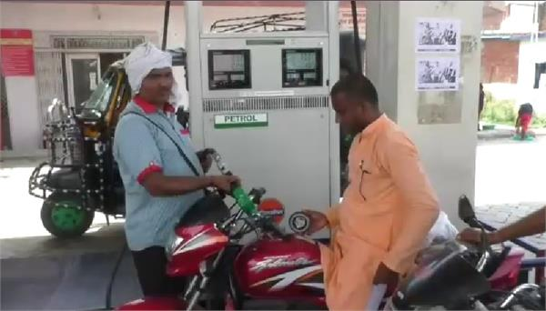 the flame of sp orders openly petrol being given without helmets