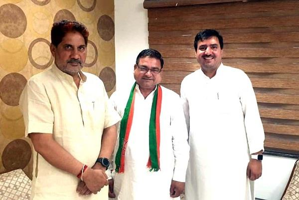 congress senior leader dalchand dagar joined bjp including supporters