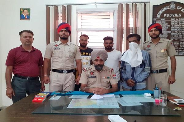 youth arrested with 5 gram heroin