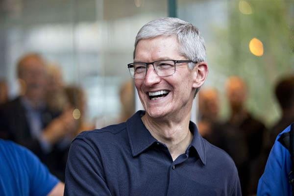 tim cook says he isn t too worried about china tariffs on iphones
